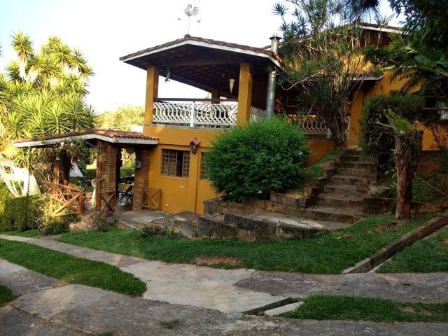 c-2296 casa avarandada com bela vista em condomínio alpes - guararema - sp - 1996