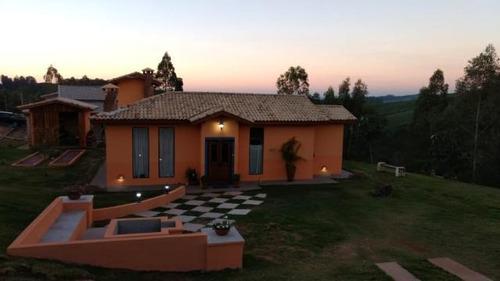 c-2459 linda casa de campo em condomínio fechado - guararema - sp - 2400