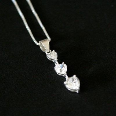 c927 - corrente de prata 925 com pingente 3 corações com pe