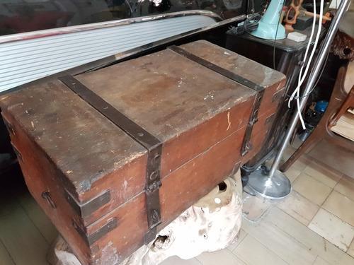 ca.1900 antigo baúl de madera con herrajes forjados