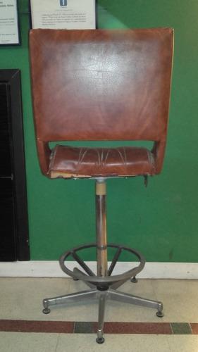caballete, paralela, silla y tablero de dibujo