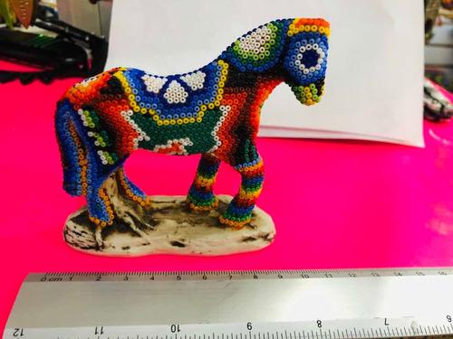 caballo de arte huichol