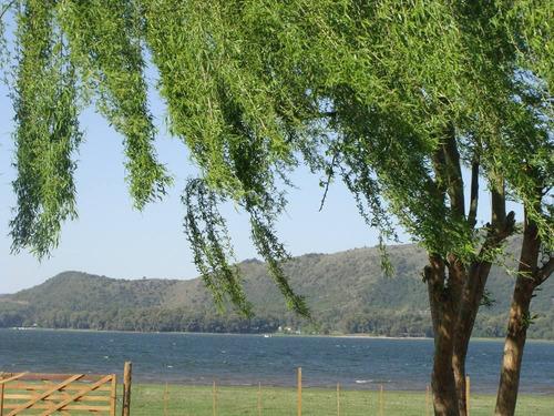 cabaña con bajada al lago