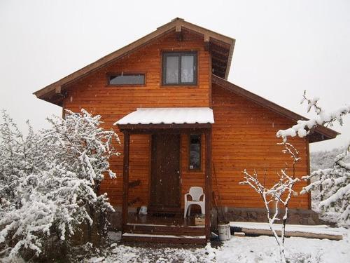 cabaña de madera y piedra capilla del monte uritorco