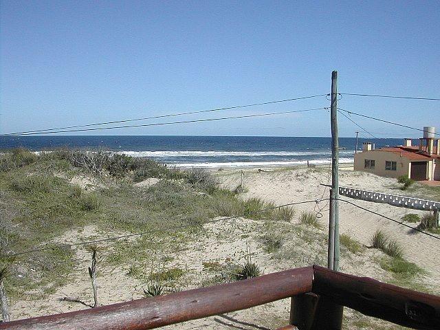 cabaña de troncos frente al mar,  arachania