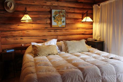 cabaña de troncos tradicional.  costa de lago.  6 pax.
