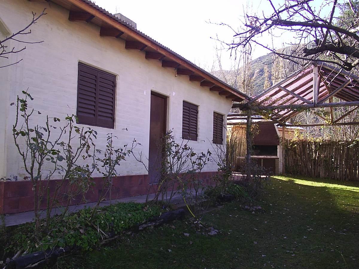 cabaña sobre calle principal y recidencial de potrerillos