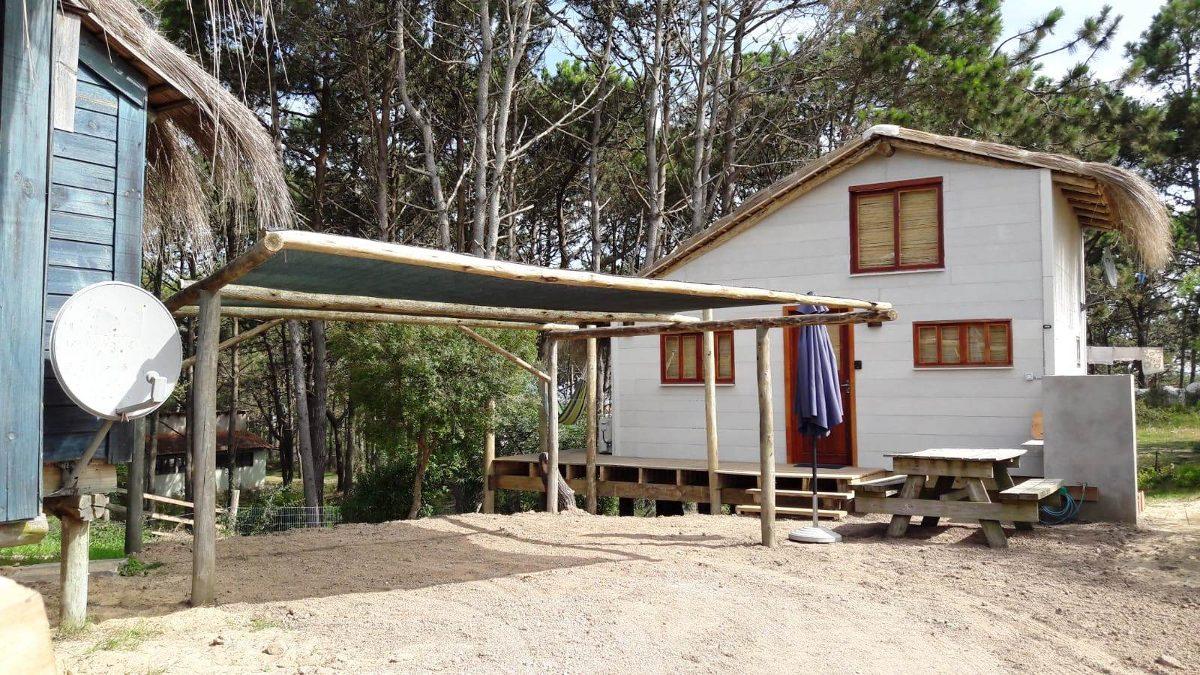 cabaña tradicional moderna punta del diablo