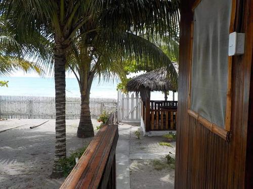 cabañas ecológicas a orillas del mar playa de same