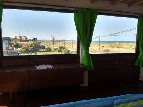 cabañas frente al mar, con pileta, parrilla, wifi y cochera