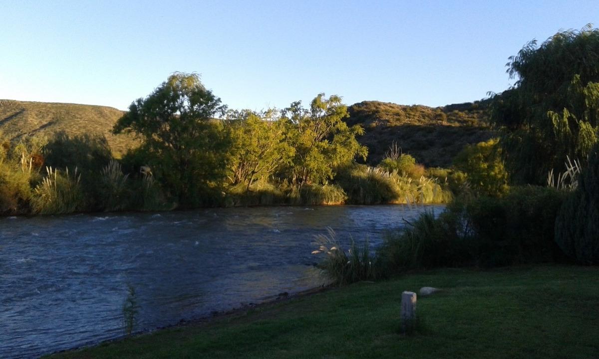 cabañas jardines del atuel a orillas del río