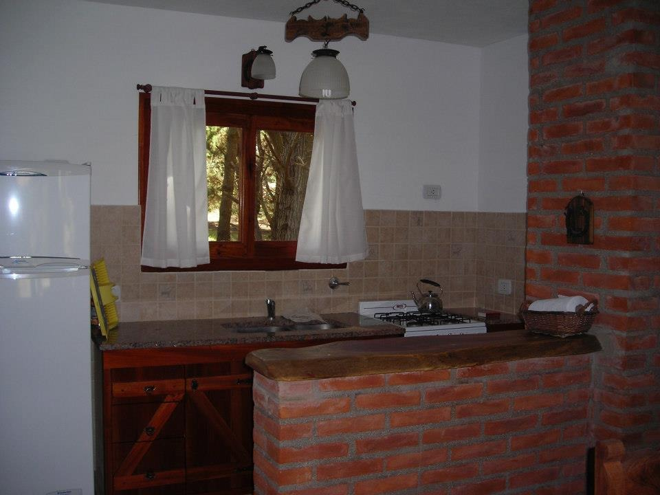 cabañas para 6 y 8 personas, 3 y 4 ambientes, 2 baños
