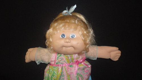 cabbage patch munecoa rubia