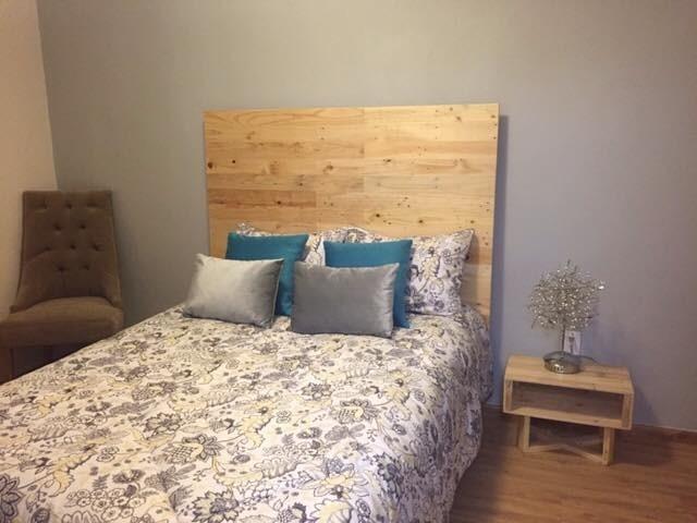 Cabecera de cama queen size madera tarima sustentable for Cabeceras de cama queen size