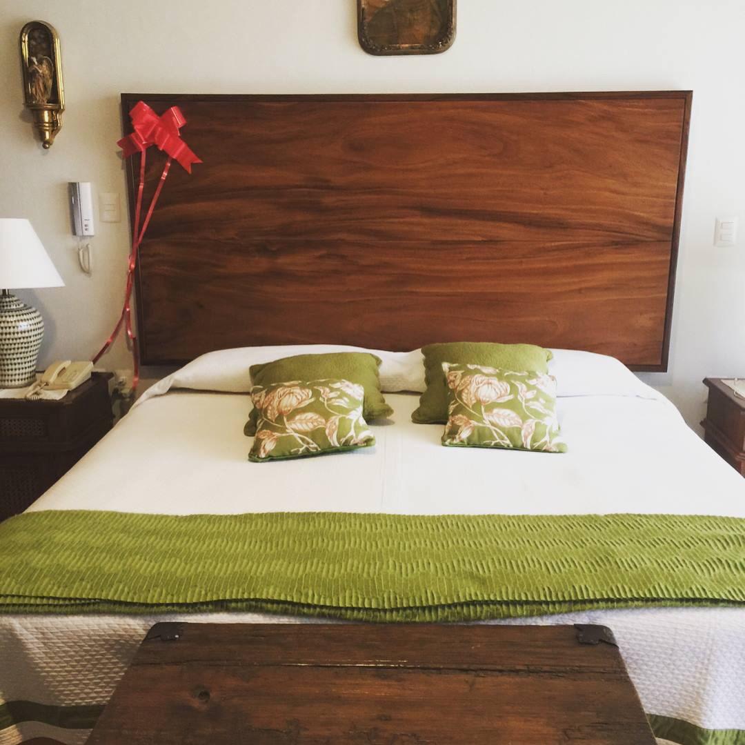 Hermosa Muebles De Cabecera Tapizada Roja Embellecimiento - Muebles ...
