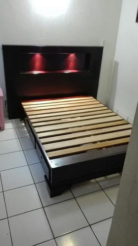 cabecera en madera de cedro con luz tamaño matrimonial