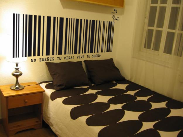 Cabeceras de cama ideas para cabeceros de cama cabecero hecho con tablas de madera cmodas para - Vinilos decorativos para cabeceros de cama ...