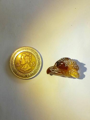 cabeza de águila  de ámbar de chiapas