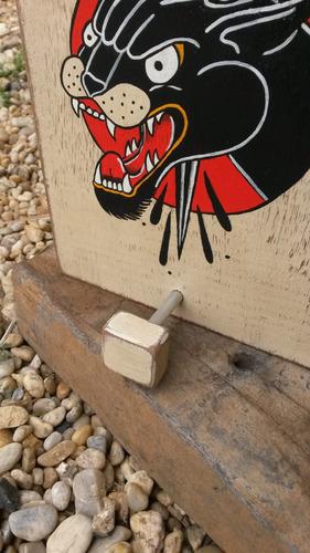cabide placa decorativa em madeira tattoo old school