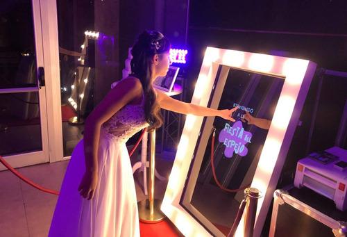 cabina de fotos photobooth y espejo mágico alquiler fiesta