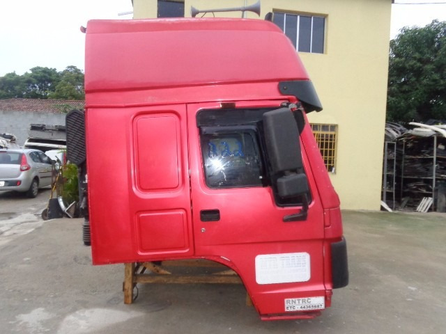 cabine sinotruck completa , cor vermelho, teto alto