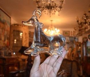 cabra de cristal mide 15 cm de largo y 14 de alto