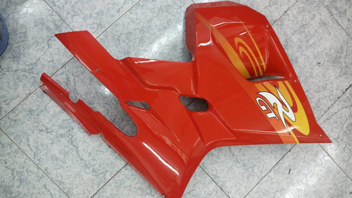 cacha lateral derecha roja gt 250 / 650 detalle hyosung!