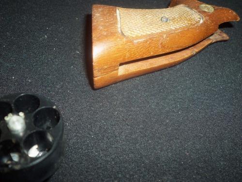 cachas de madera y cargador rápido revolver .38