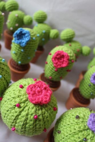 cactus amigurumi con maceta de barro.
