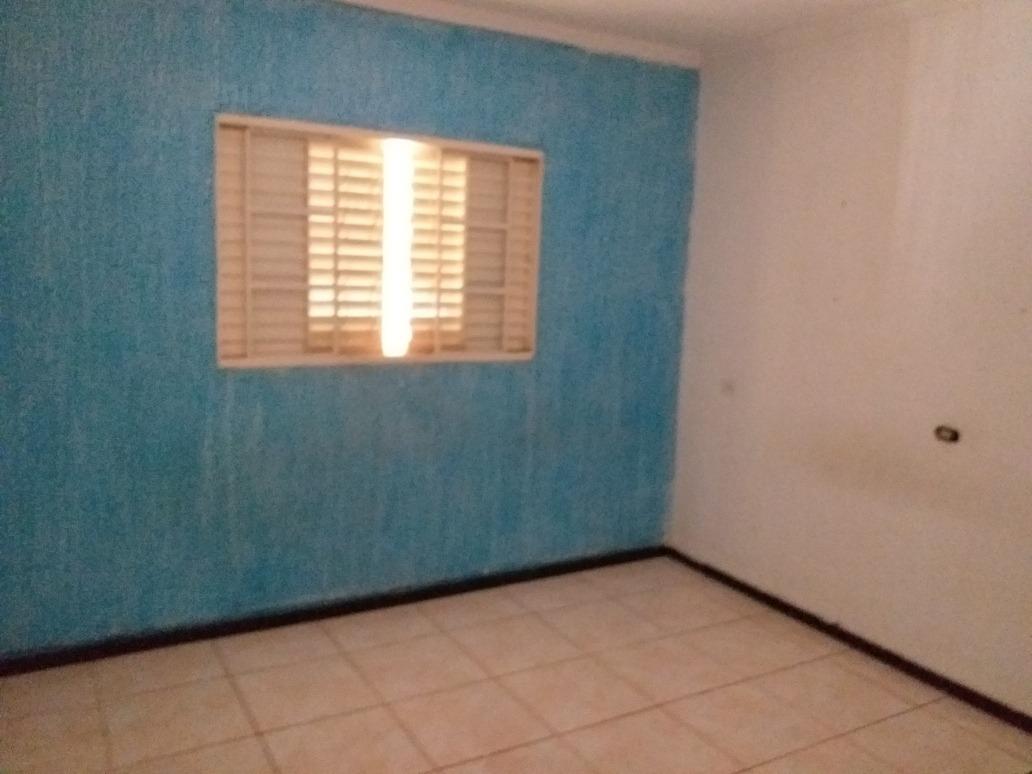 cada 3 dormitórios sendo uma suíte,  banheiro, sala,cozinha,