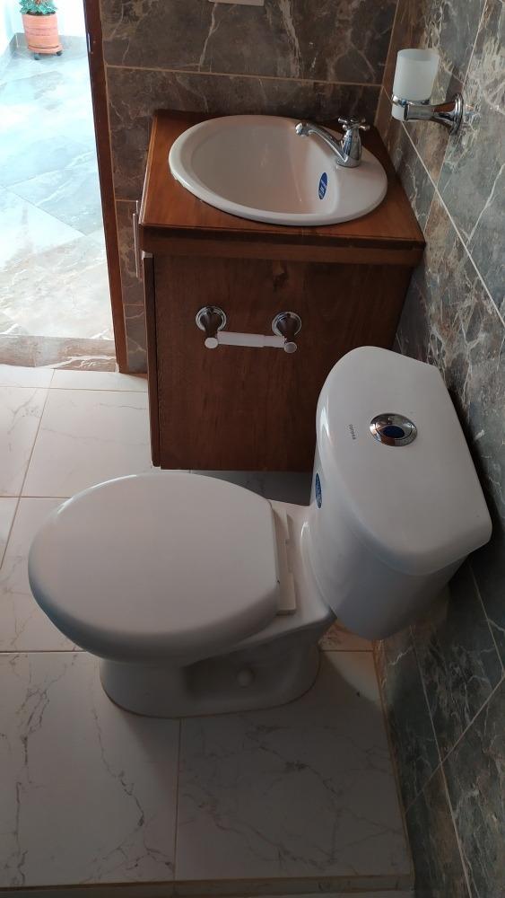 cada de 3 alcobas, 2 baños, sala, cocina, patio