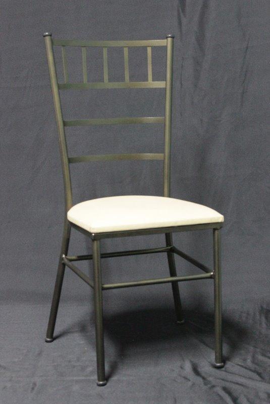 45059cd4f466 Cadeira Tiffany Ouro Velho Assento Alto Empilhavel - R$ 89,00 em ...