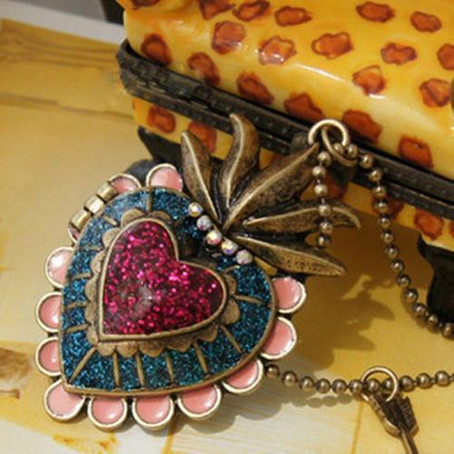 cadena collar con bonito dije de corazon colores llamativos