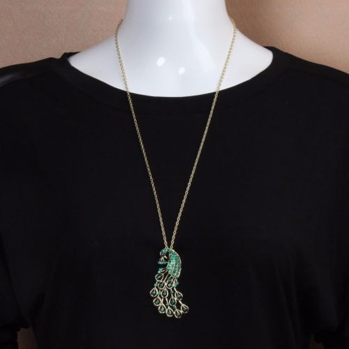 cadena collar con bonito dije de pavito real perlas