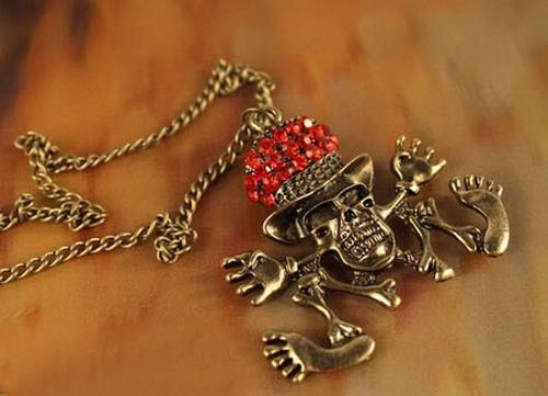 cadena collar decalaverita con sombrerito aperlao rojo