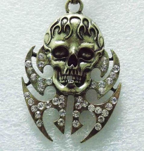 cadena con pendiente de calavera con llamas collar skpalace