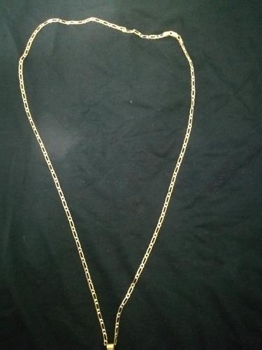 cadena de oro diamantada de 14 kilates, pesa 4.9 gramos.