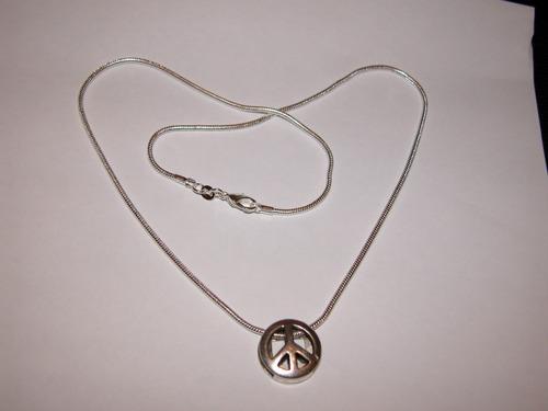 cadena plata con colgante simbolo de la paz