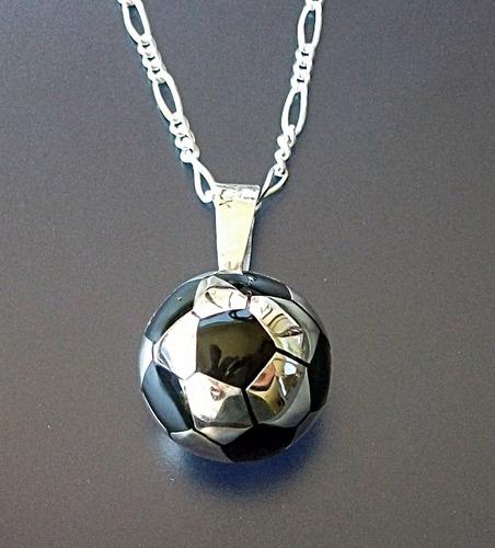 cadena y dije balon de futbol en plata en plata fina ley.925