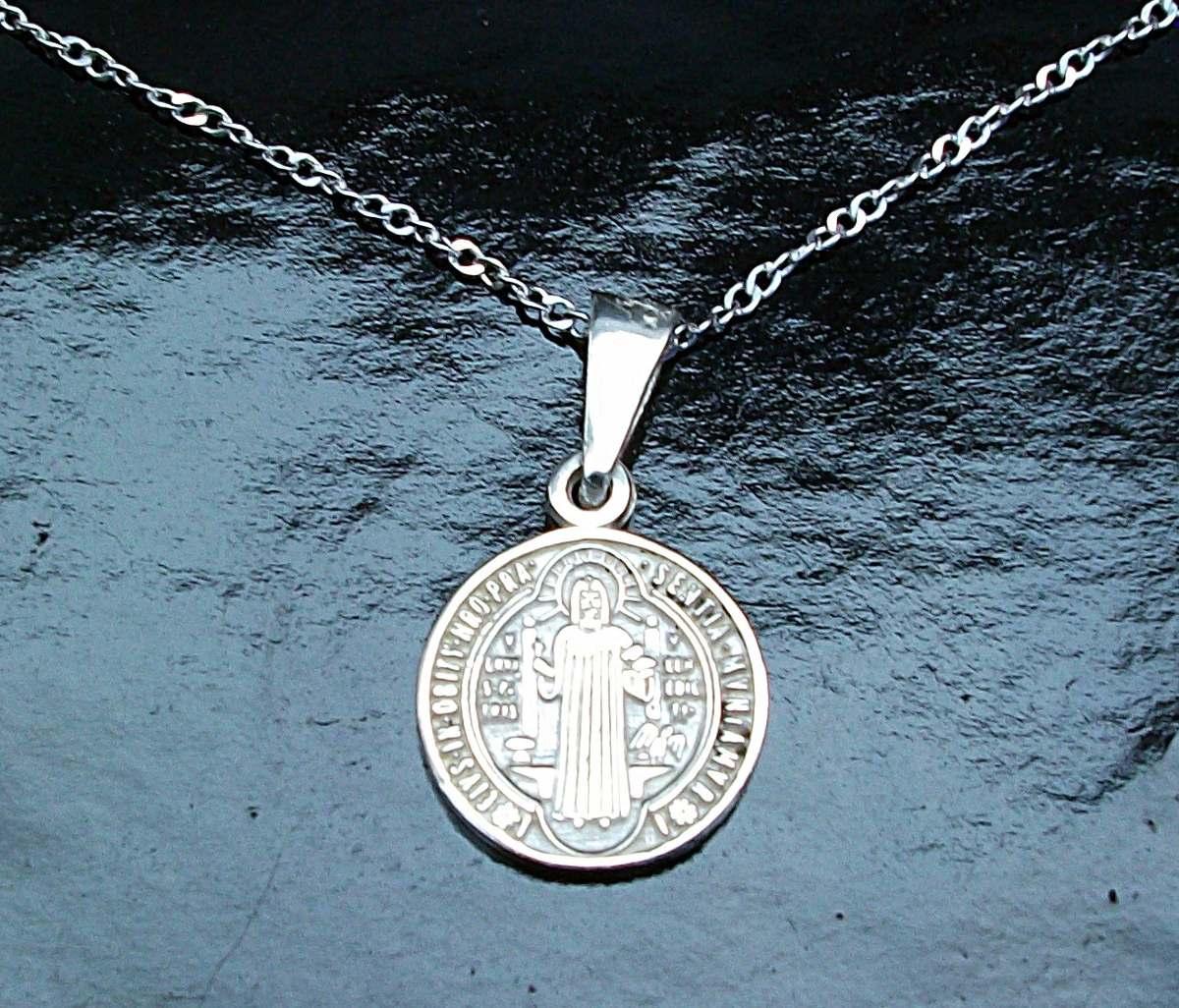 b9a1fd93aa2 cadena y dije de cruz medalla san benito en plata ley.925. Cargando zoom.