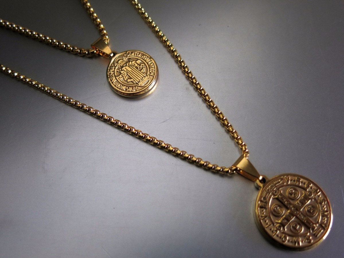 26fc629126e cadena y pulsera con dije medalla de san benito en acero. Cargando zoom.