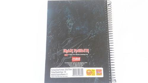 caderno antigo do iron maidem com pôster