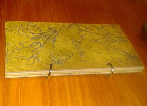 caderno com papel artesanal