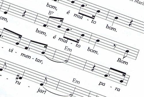 caderno pra  música 50 folhas ótima qualidade envio rápido