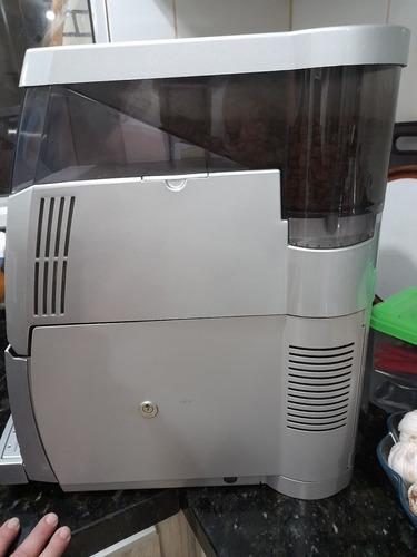 cafeteira profissional utiliza café em grão,único dono,aceit