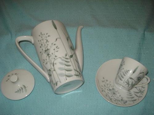 cafetera y taza de cafe bavaria