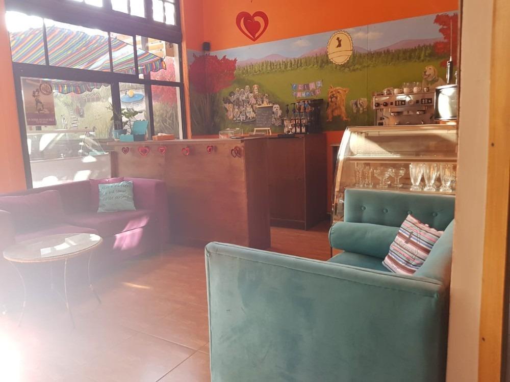cafetería de 2 ambientes y tres baños