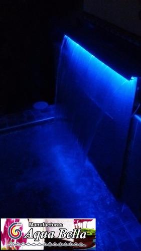 caida de agua con luces piscinas y servicios generales
