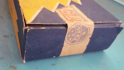 caixa antiga com pentes  trol caixa esta lacrada