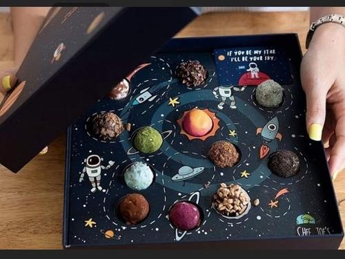 caixa astronautas **cabem 12 doces